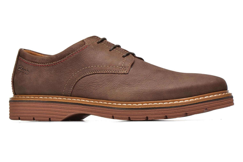 Las botas y botines de hombre que mejor se adaptan a ti Viste con lo nuevo en botas y botines de hombre y accede a una gran colección de complementos de gran calidad y sofisticación.