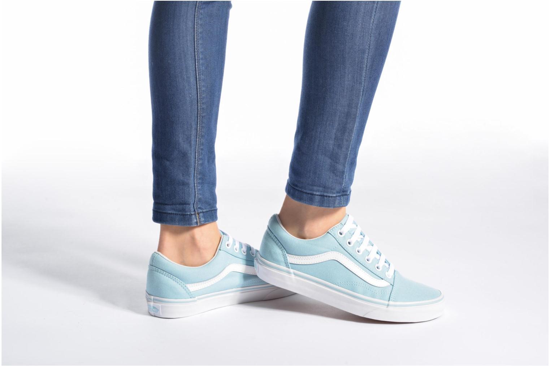 Sneaker Vans Old Skool W blau ansicht von unten / tasche getragen