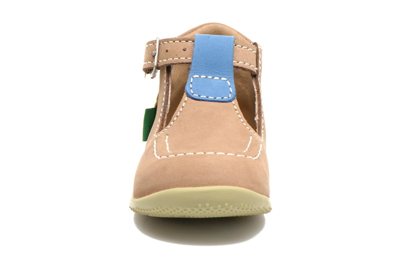 Sommersko Kickers Bonbek Beige se skoene på