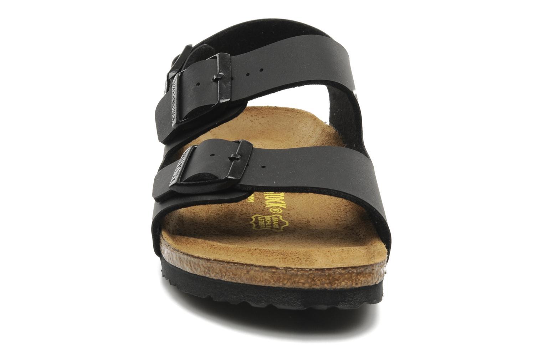 Sandales et nu-pieds Birkenstock Milano Noir vue portées chaussures