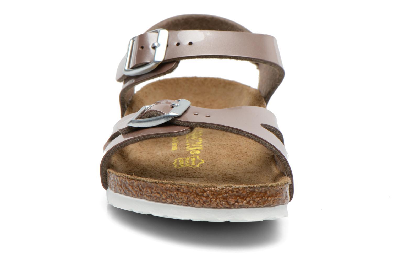 Sandales et nu-pieds Birkenstock Rio Or et bronze vue portées chaussures