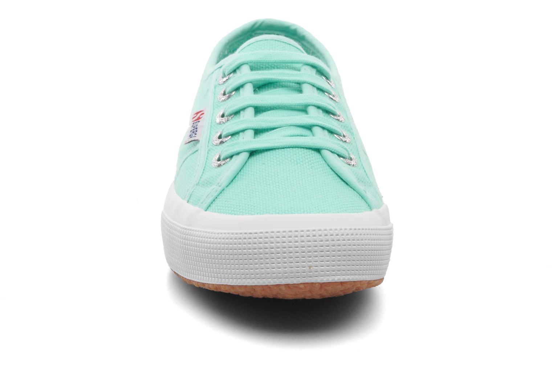 Sneakers Superga 2750 Cotu W Verde modello indossato