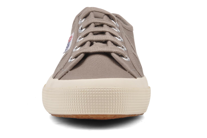 Baskets Superga 2750 Cotu W Marron vue portées chaussures