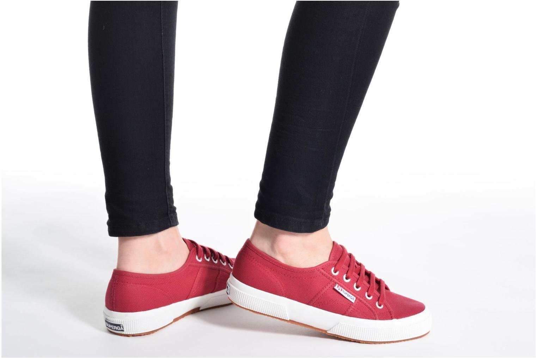 Sneaker Superga 2750 Cotu W rot ansicht von unten / tasche getragen