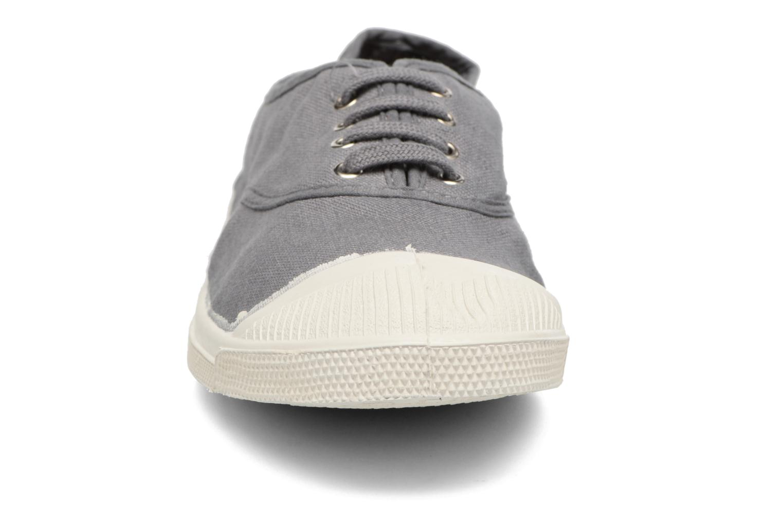 Sneakers Bensimon Tennis Lacets Grigio modello indossato