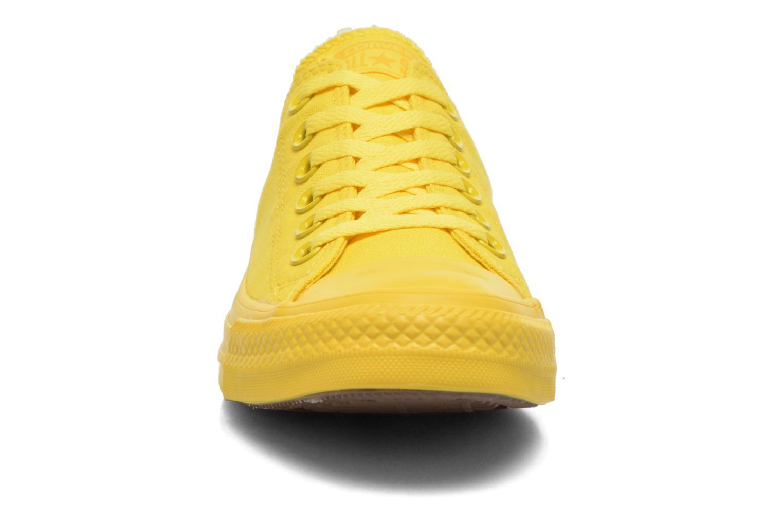 Sneaker Converse Chuck Taylor All Star Ox W gelb schuhe getragen