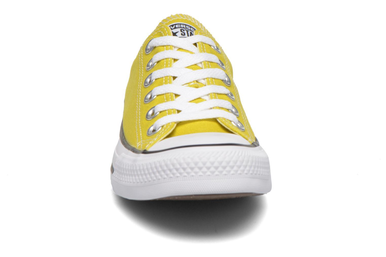 Baskets Converse Chuck Taylor All Star Ox W Jaune vue portées chaussures