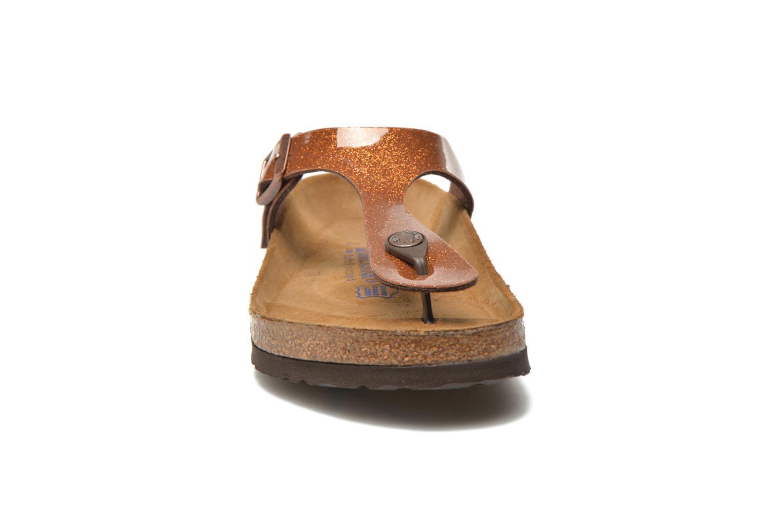 Tongs Birkenstock Gizeh Flor W Marron vue portées chaussures