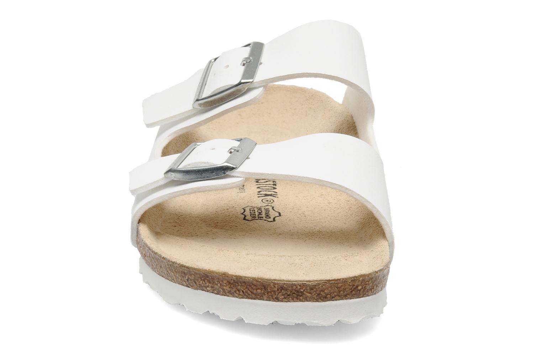 Sandali e scarpe aperte Birkenstock Arizona Flor M Bianco modello indossato