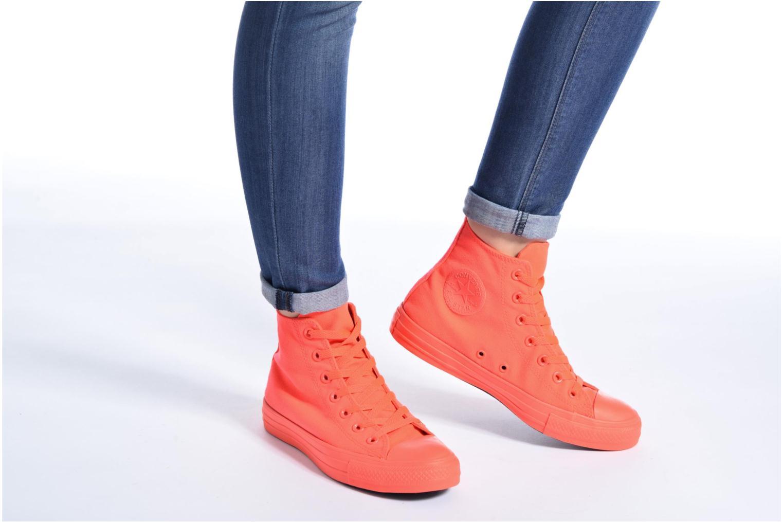 Sneaker Converse Chuck Taylor All Star Monochrome Canvas Hi W weiß ansicht von unten / tasche getragen