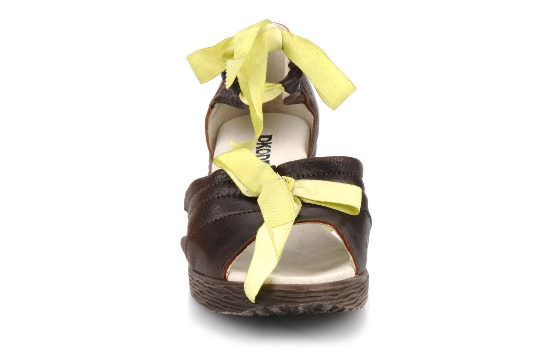 Sandales et nu-pieds Dkode Jeospi Marron vue portées chaussures