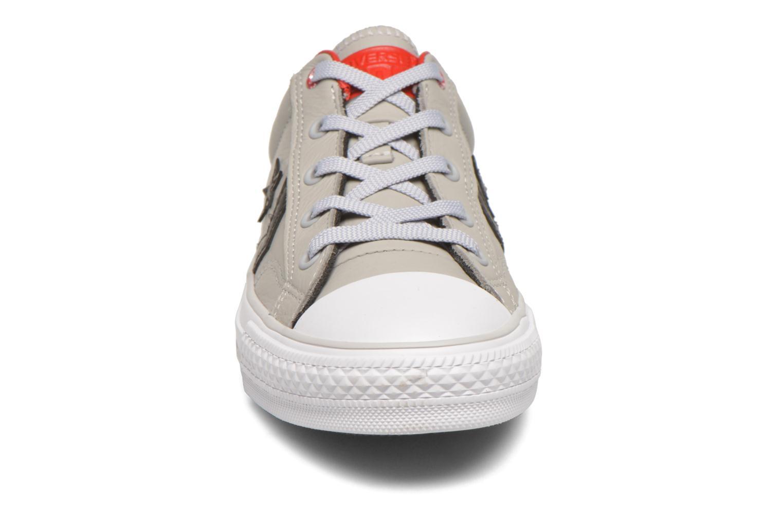 Baskets Converse Star Player Cuir Ev W Gris vue portées chaussures