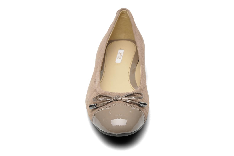 Ballerines Geox D LOLA D93M4A Beige vue portées chaussures