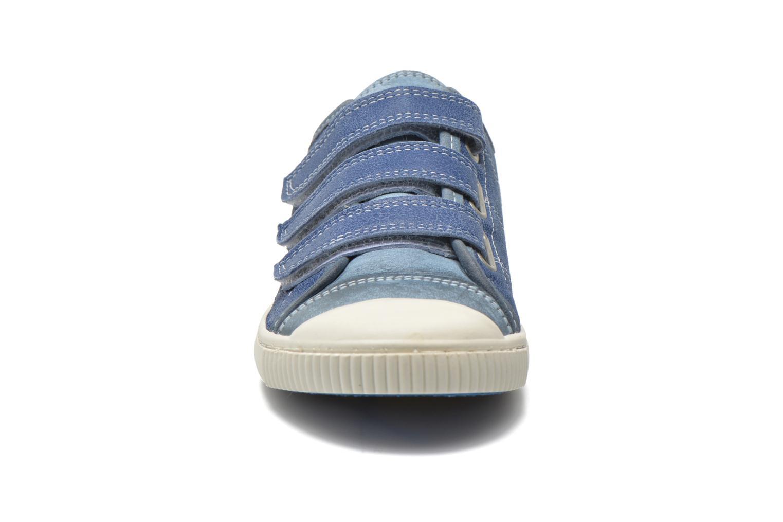 Sneakers Pataugas Bistrot Azzurro modello indossato
