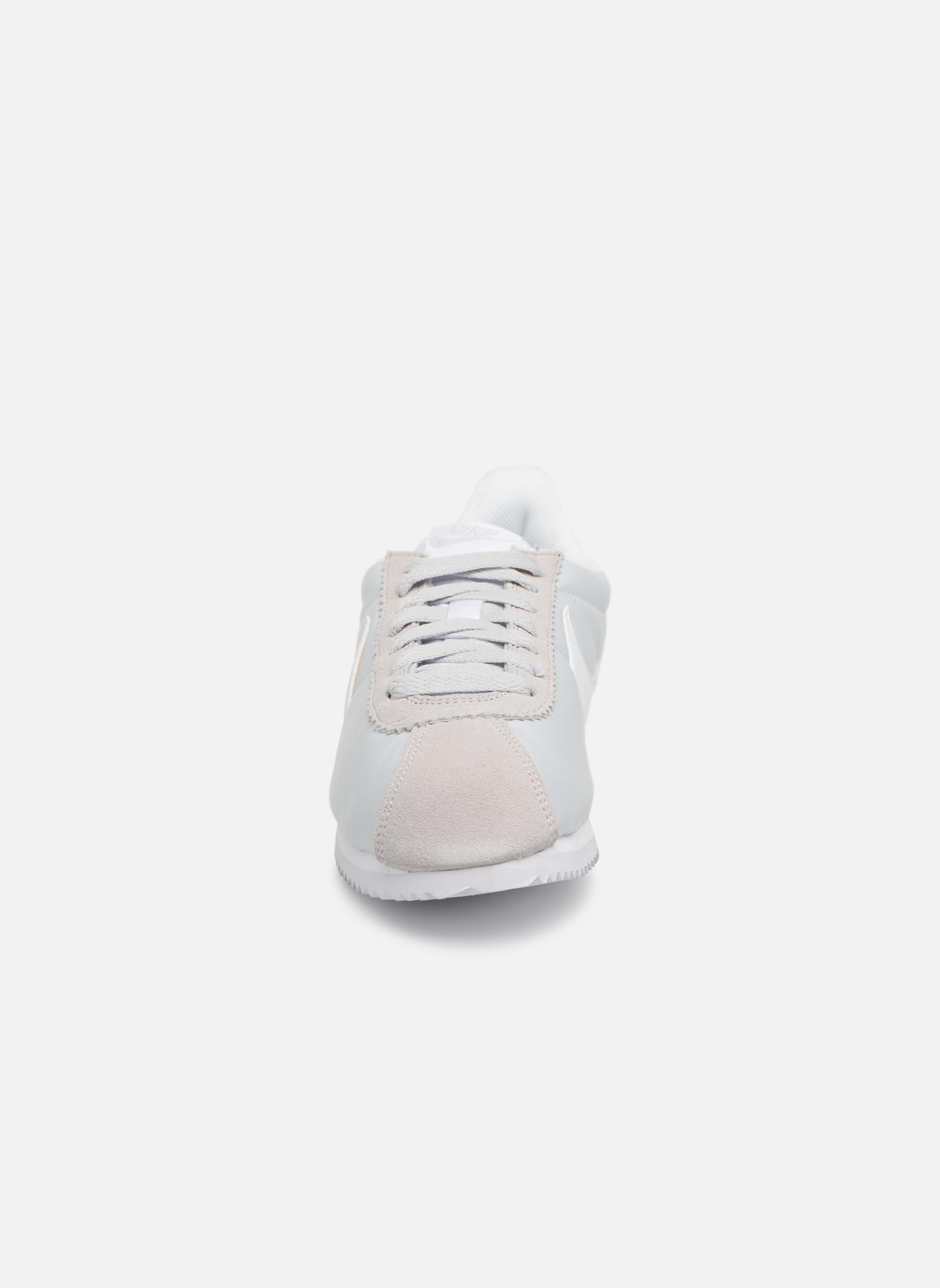 Deportivas Nike Wmns Classic Cortez Nylon Gris vista del modelo