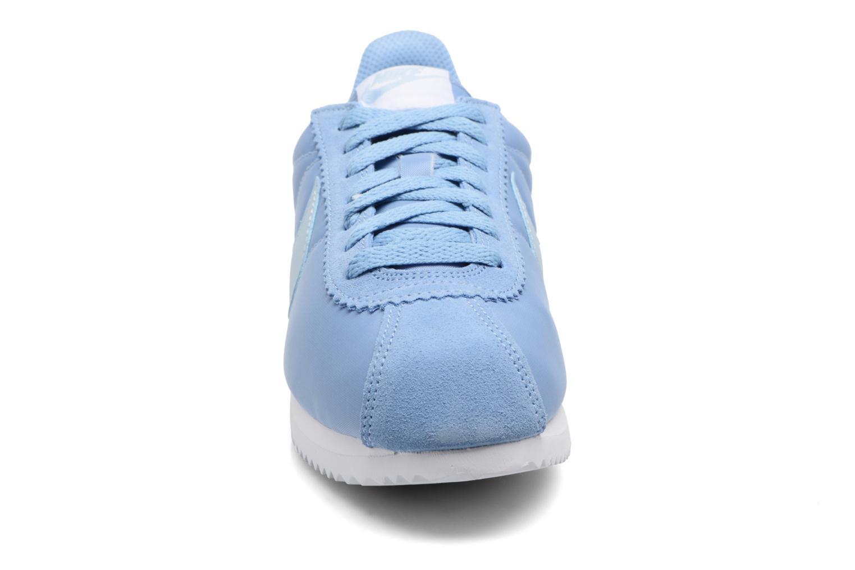 Baskets Nike Wmns Classic Cortez Nylon Bleu vue portées chaussures