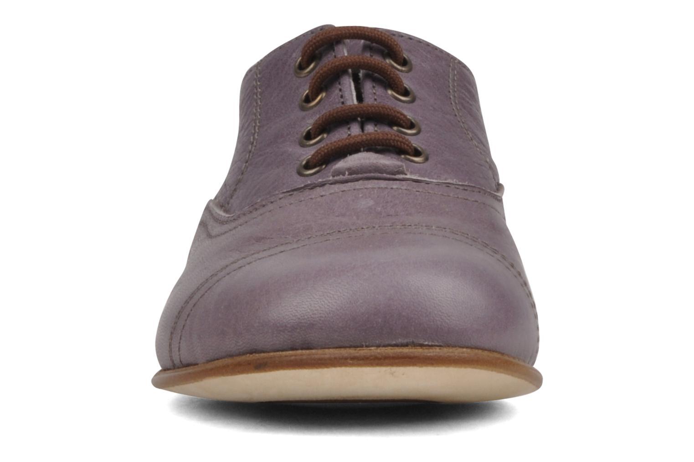 Zapatos con cordones PèPè Coma Violeta      vista del modelo