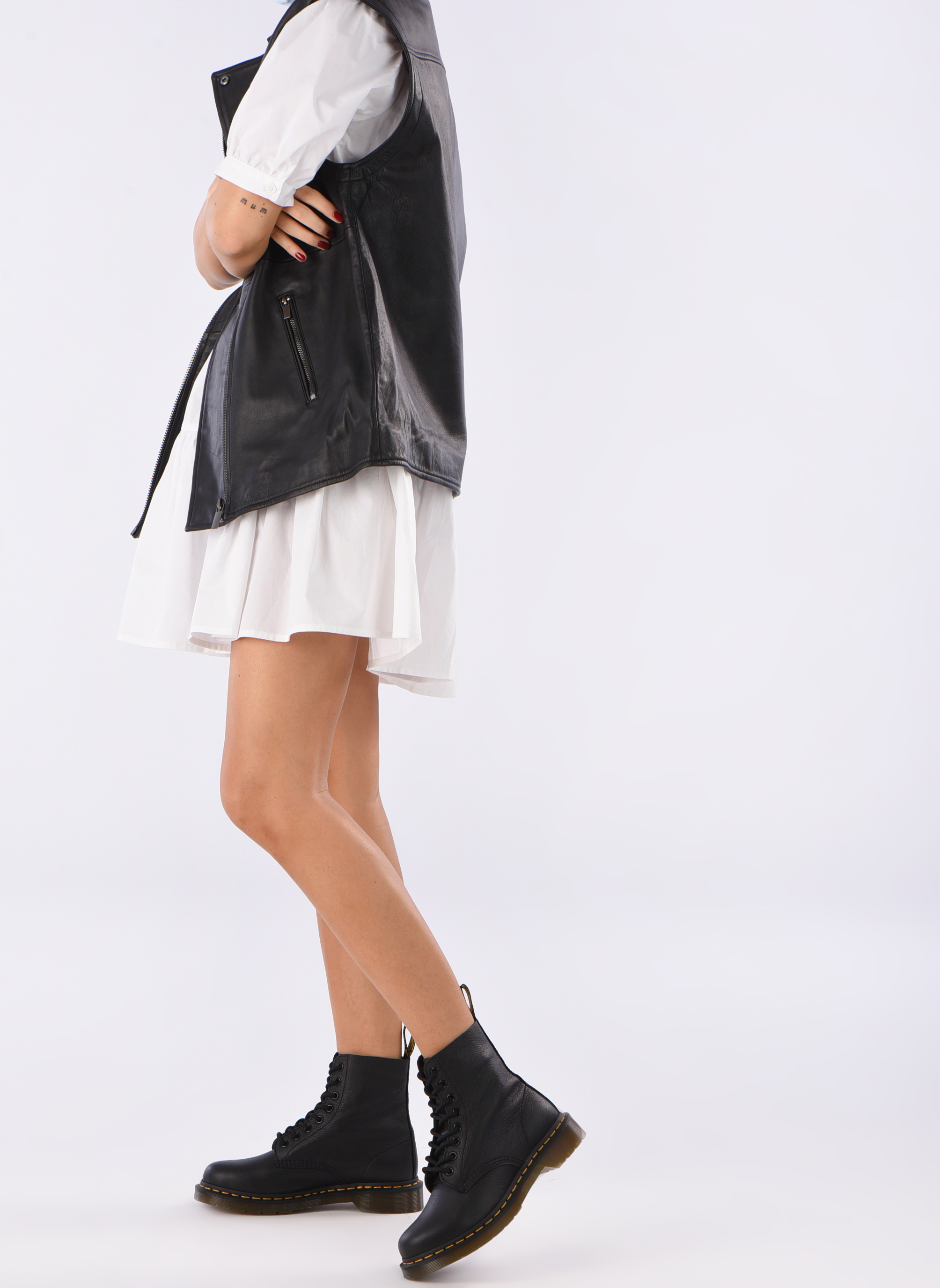 Ankle boots DR. Martens Pascal W Black view from underneath / model view