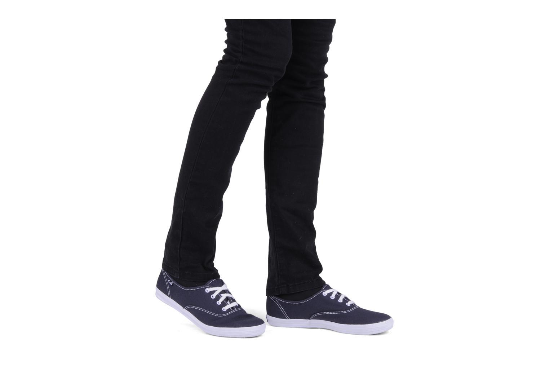 Sneaker Keds Champion Canvas weiß ansicht von unten / tasche getragen
