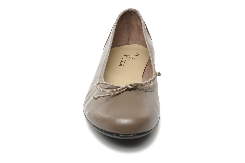 Ballerines Valensi Vega Marron vue portées chaussures
