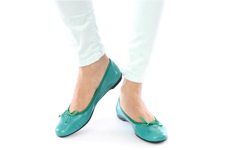 Ballerinas Valensi Vega grün ansicht von unten / tasche getragen