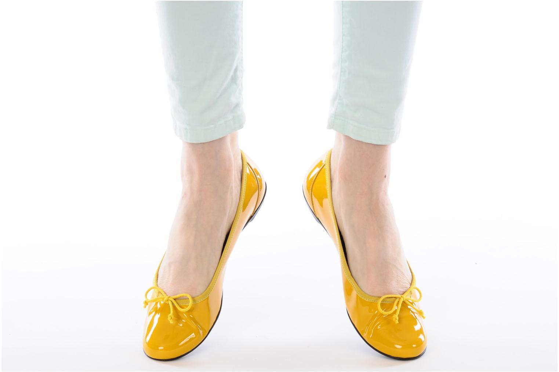 Ballerinas Valensi Vega gelb ansicht von unten / tasche getragen