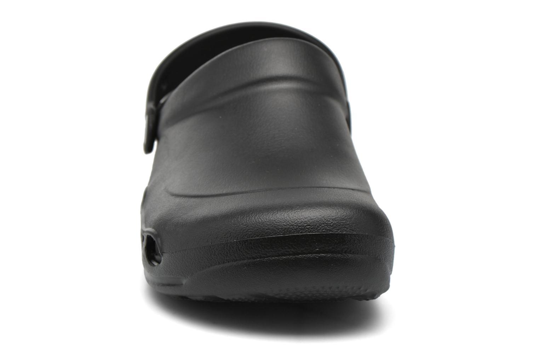 Sandales et nu-pieds Crocs Specialist Vent Noir vue portées chaussures