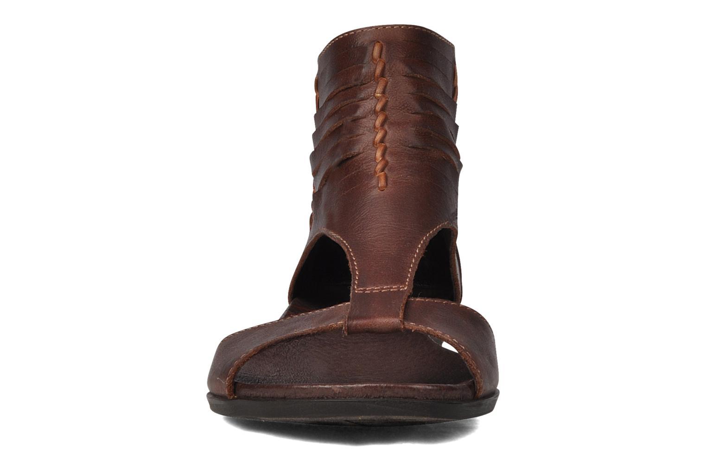 Sandali e scarpe aperte Pikolinos Alcudia 8262 Marrone modello indossato