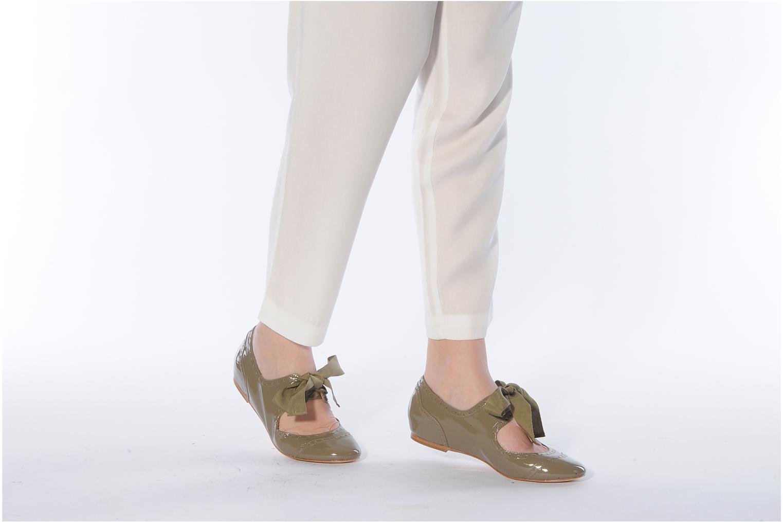 Schnürschuhe Pour La Victoire Kamea grün ansicht von unten / tasche getragen
