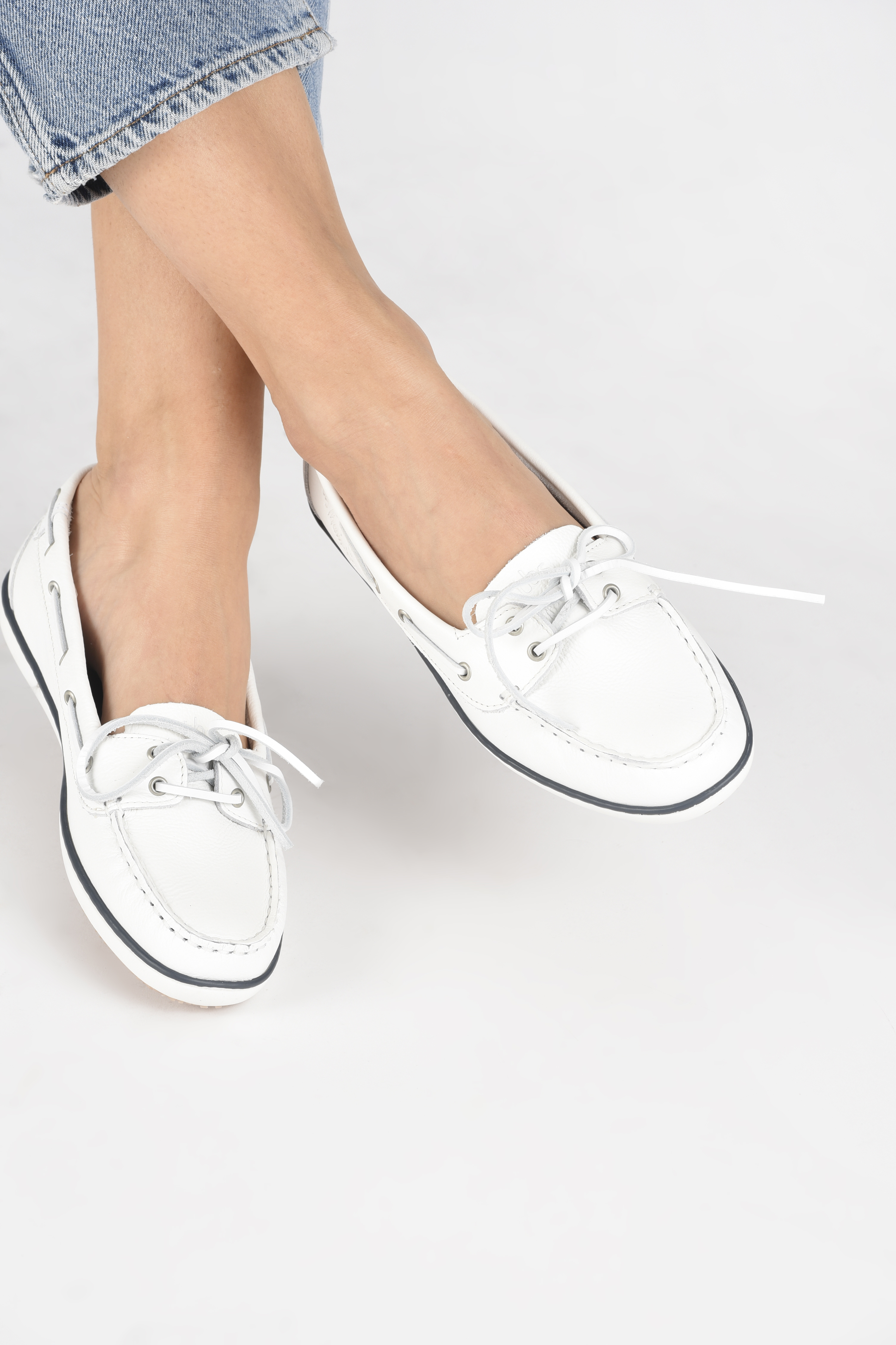 Lace-up shoes TBS Clamer White view from underneath / model view