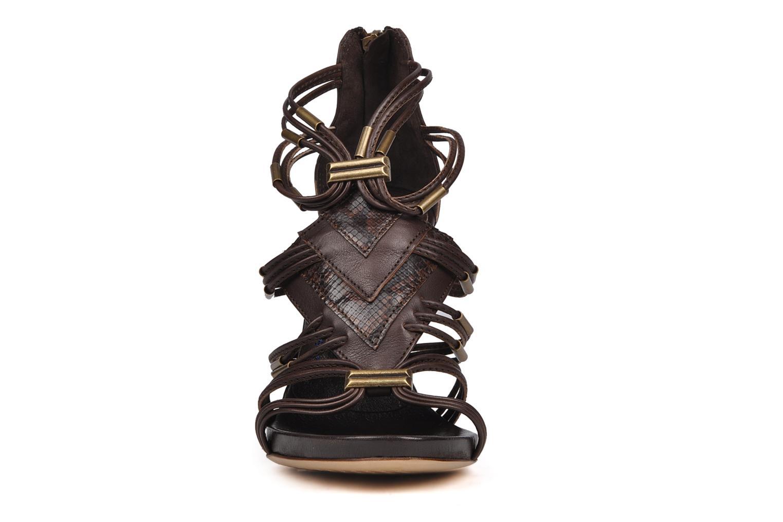 Sandales et nu-pieds Janet & Janet Gassman Marron vue portées chaussures