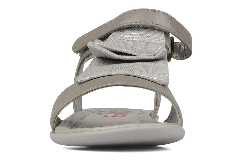 Sandali e scarpe aperte Camper Piruete 80240 Grigio modello indossato