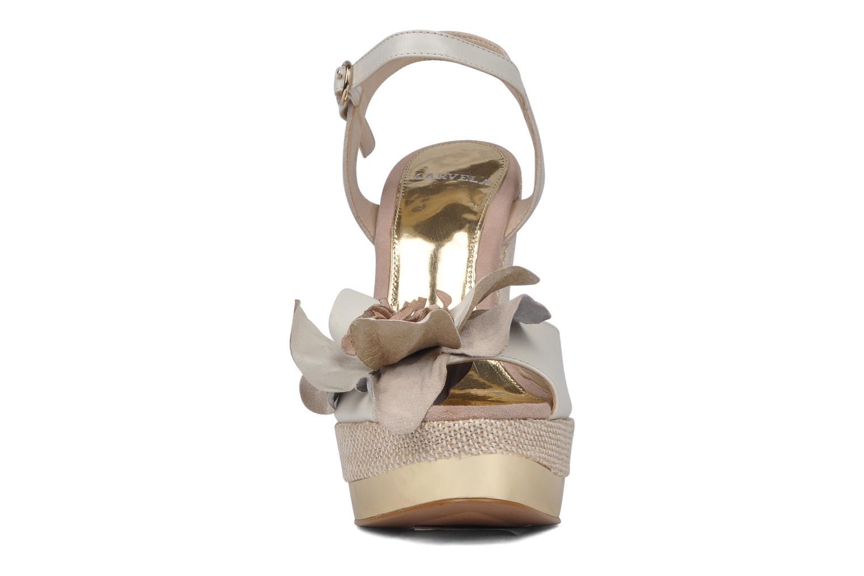 Sandales et nu-pieds Carvela Kuchina Blanc vue portées chaussures