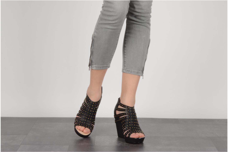 Sandales et nu-pieds Carvela Animal Noir vue bas / vue portée sac