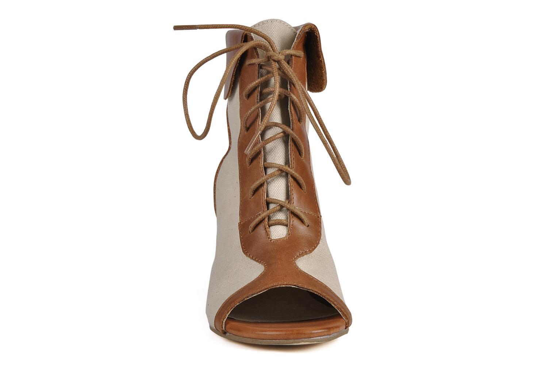 Bottines et boots Georgia Rose Calisto Beige vue portées chaussures