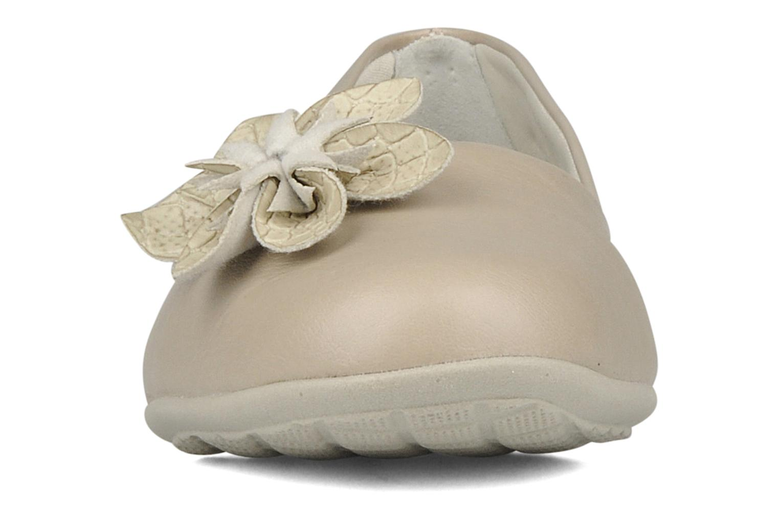 Ballerines Piccadilly Clarence Beige vue portées chaussures