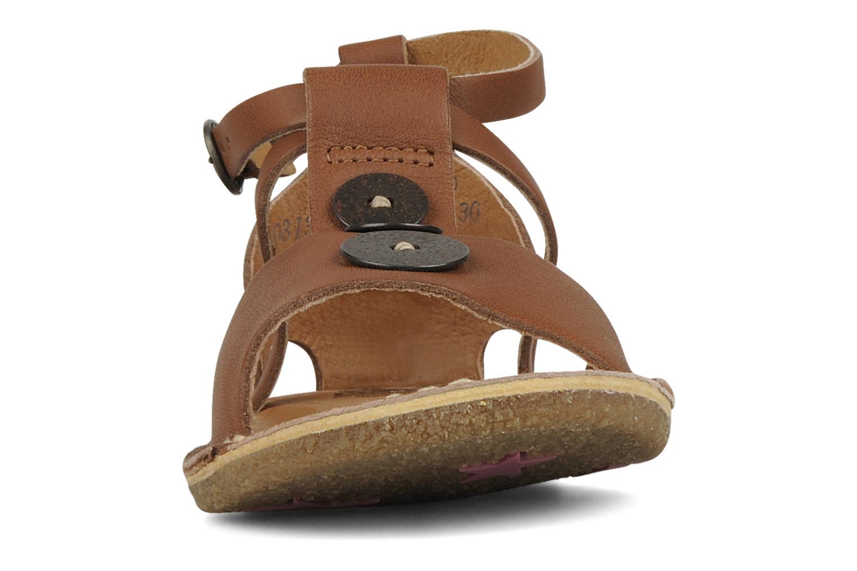 Sandales et nu-pieds Kickers Faiko Marron vue portées chaussures