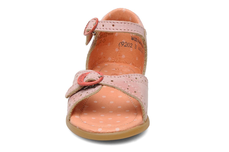 Sandales et nu-pieds Kickers Stella Rose vue portées chaussures