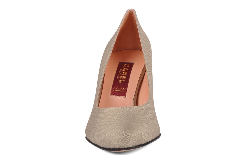 Zapatos de tacón Carel Verveine Beige vista del modelo