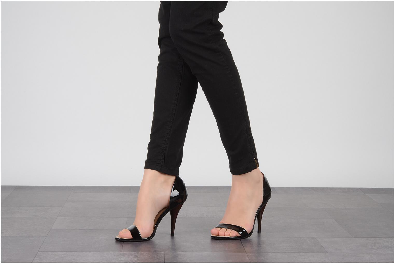 Sandales et nu-pieds COSMOPARIS Lolla Noir vue bas / vue portée sac