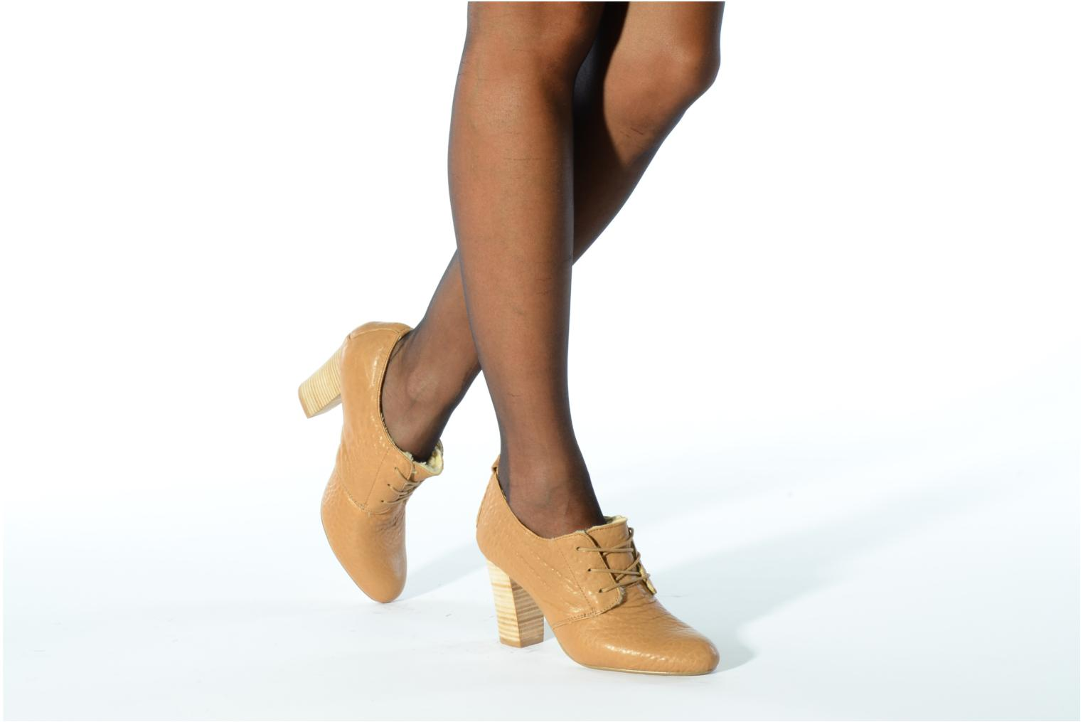 Lace-up shoes Mellow Yellow Kony Beige view from underneath / model view