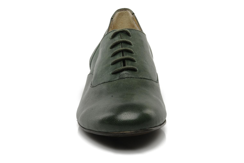 Scarpe con lacci Georgia Rose Messia Verde modello indossato