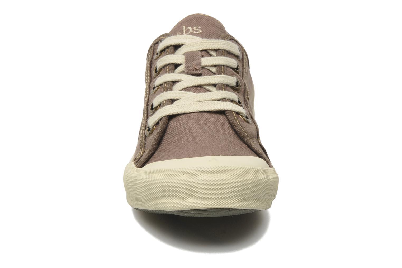 Sneakers TBS Opiace Marrone modello indossato