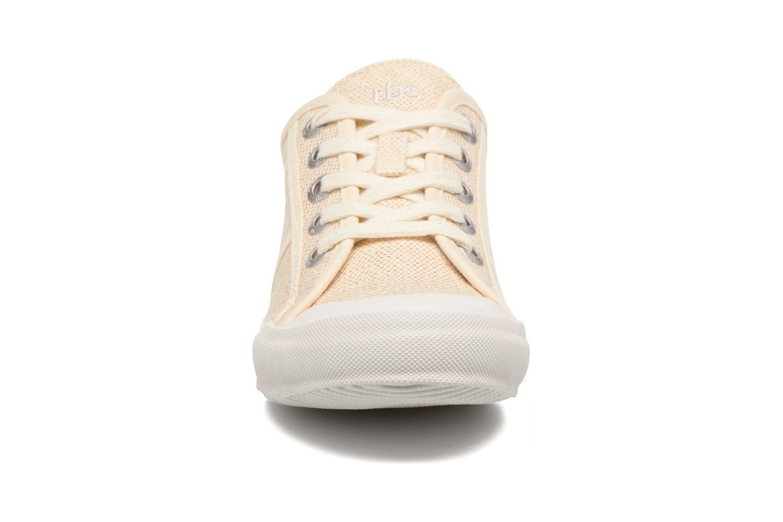 Sneakers TBS Opiace Beige modello indossato