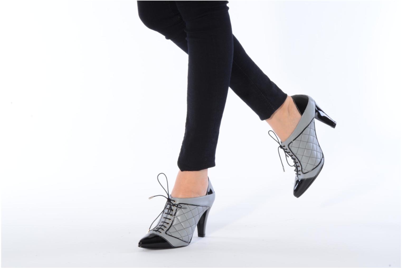 Chaussures à lacets Charlotte Vanel Casino Gris vue bas / vue portée sac