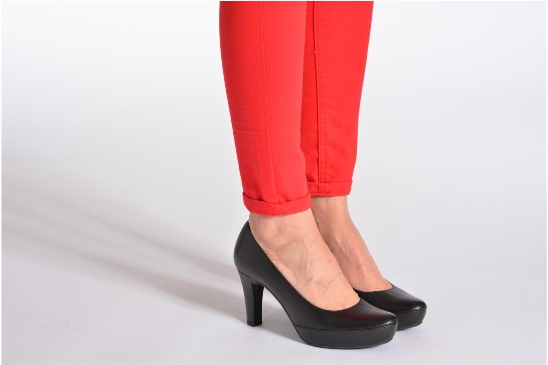 High heels Unisa Numar Black view from underneath / model view