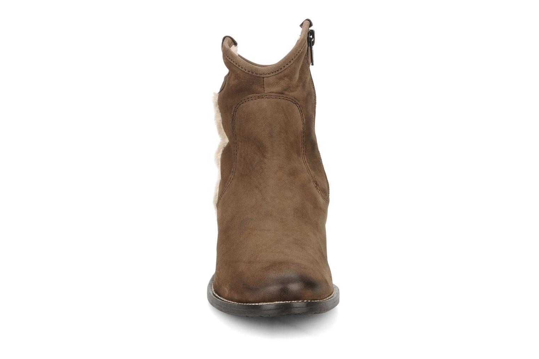 Stivaletti e tronchetti Tosca Blu Shoes Cefalu Marrone modello indossato
