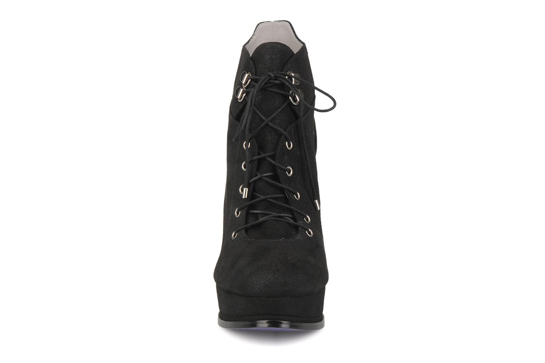 Boots Miezko Manuela Svart bild av skorna på