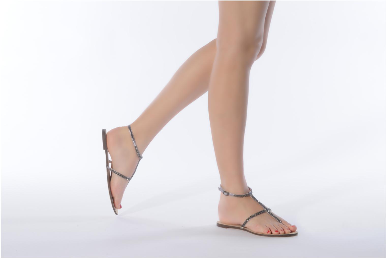 Sandalen Chocolate Schubar Diamond grau ansicht von unten / tasche getragen