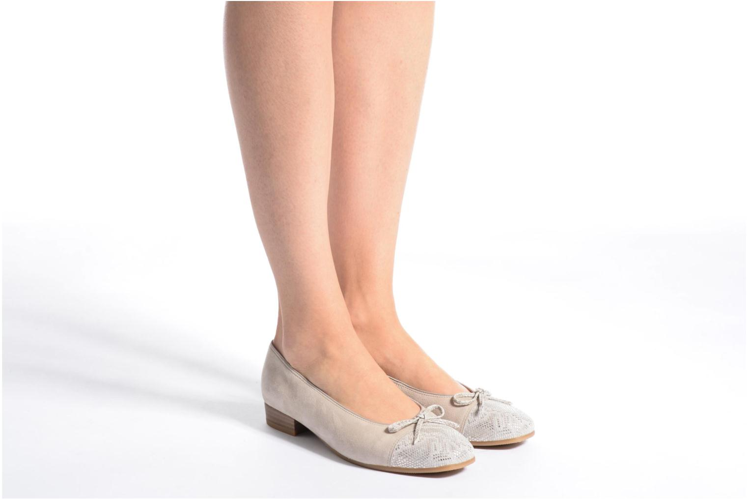 Ballet pumps Ara Bari Beige view from underneath / model view